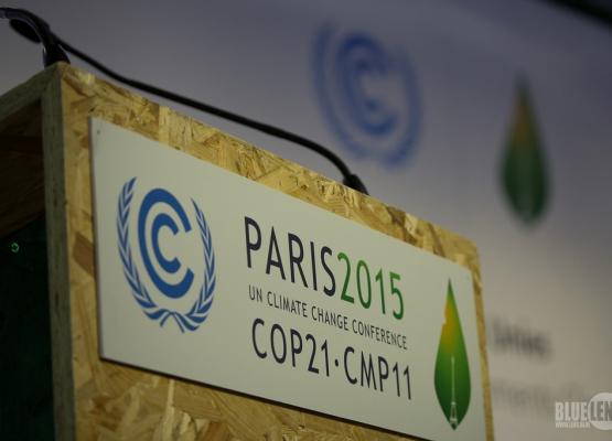Rednerpult auf dem Klimagipfel in Paris