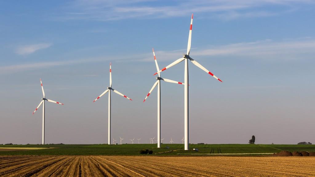Bei starkem Wind können selbst Windkraftanlagen umkippen. Das Condition Monitoring schaltet die Anlage bei zu großer Turmschwingung ab, um dies zu verhindern.