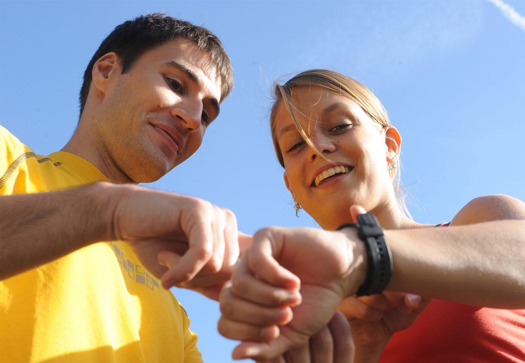 Fitness-Armbänder als ständige Begleiter bei sportlichen AktivitätenFoto: Techniker Krankenkasse