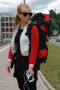 Johanna Kroll unterwegs mit ihrem Reiseakku, Foto: Jessica Lederer