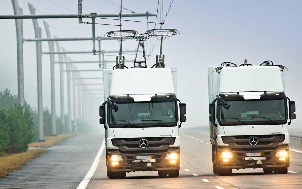 Stromabnehmer und Oberleitung sind die zwei wichtigsten Merkmale des eHighway Foto: Siemens