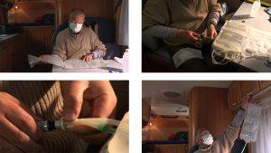Blum tauscht auf seiner Transalp im Wohnmobile die Dialyseflüssigkeit (Quelle: ABM-Medien)