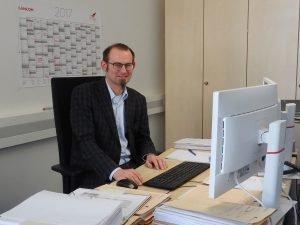 Stefan Goth übersetzt als Baubeauftragter der TH Nürnberg die Anforderungen der Hochschule für die Bauverwaltung, sodass diese damit arbeiten kann.