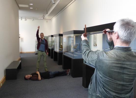 Bei der Exkursion ins Germanische Nationalmuseum durften Studierende den Jakobsstab ausprobieren.