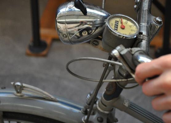 Fahrradlenker mit Tacho (Foto: Marcel Proff)