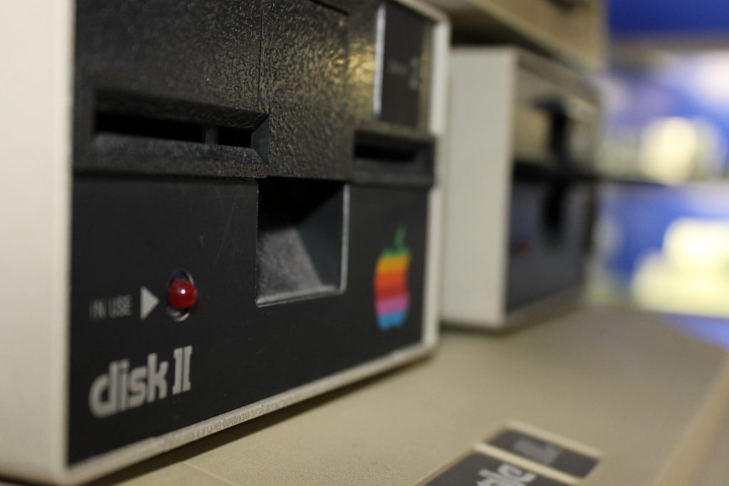 Diskettenlesegeräte Apple 2e (Foto: Denise Heller).