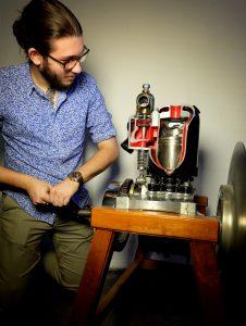 Ein Querschnittmodell des Maurer-Union 6 PS-Einzylindermotors