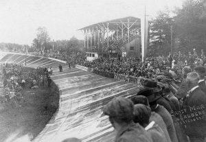 Im Jahr 1905 zog der Reichelsdorfer Keller Massen von Radsportfans an.