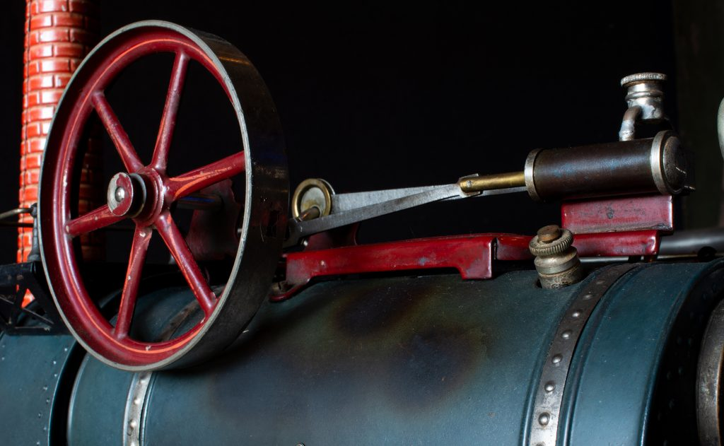 Das Schwungrad ist über Pleuelstangen mit dem Kolben verbunden. Foto: Nicolas Fleckenstein